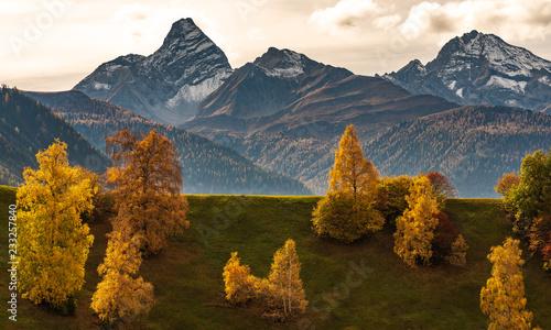 szwajcaria-gryzonia-jesienny-krajobraz-w-poblizu-davos
