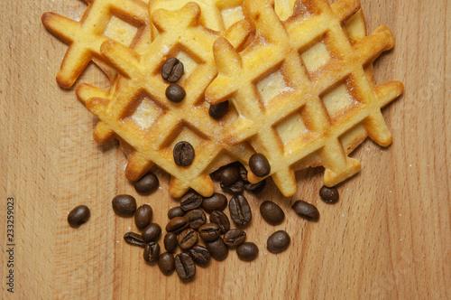 Fotografía  Tasty fresh Belgian wafers, grain coffee on a wooden background