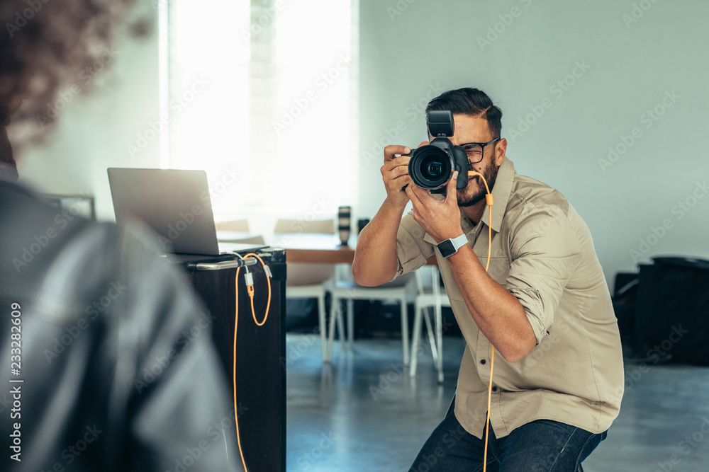 Fototapety, obrazy: Photographer taking photo of a model