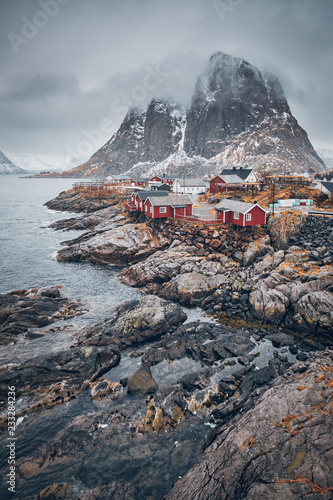 La pose en embrasure Taupe Hamnoy fishing village on Lofoten Islands, Norway