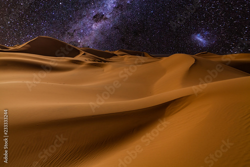 Fotobehang Droogte Amazing views of the Sahara desert under the night starry sky.