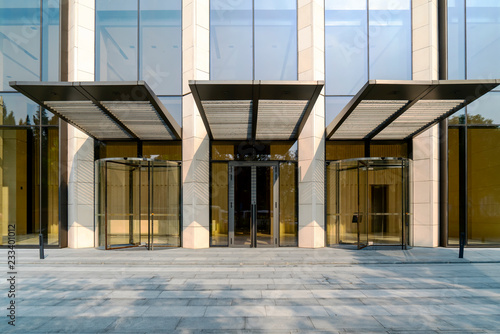 Fotografia Glass doors for modern architecture..