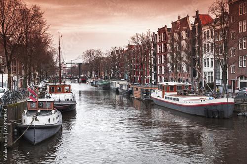 Foto op Aluminium Europese Plekken Canal perspective, Amsterdam street view