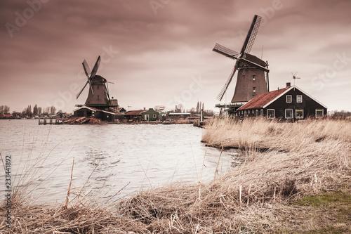 Foto op Aluminium Europese Plekken Wooden windmills on Zaan river coast