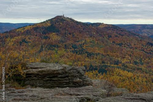 Valokuvatapetti Berg Merkur mit herbstlich gefärbtem Wald bei Baden-Baden