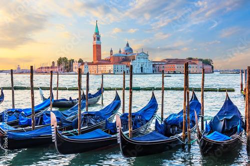 Foto op Plexiglas Venetie Gondolas mooring and San Giorgio Maggiore view, Venice, Italy