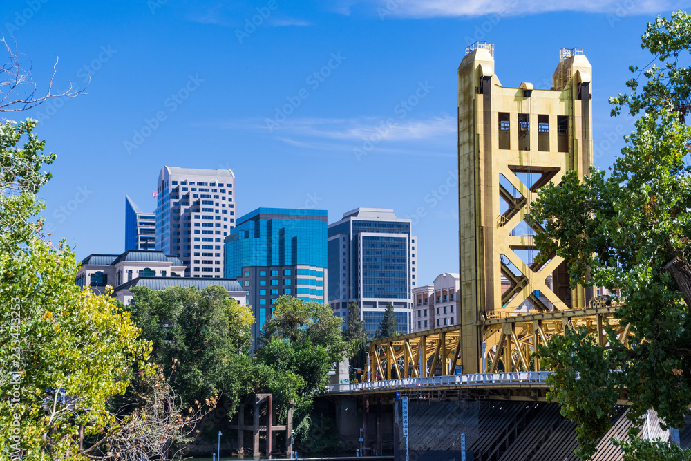 Fototapety, obrazy: View towards the Tower Bridge and the skyscrapers in downtown Sacramento on a sunny day; California