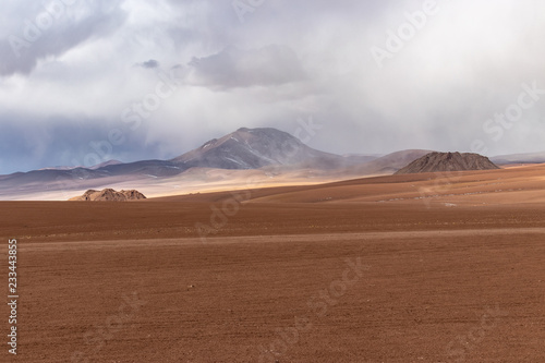 Cadres-photo bureau Desert de sable Desert and mountains in the Alitplano Plateau, Bolivia