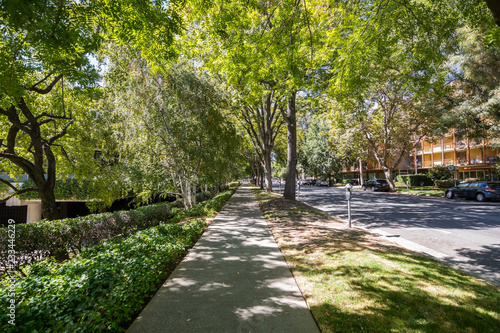 Fényképezés Street in downtown Sacramento going through a district with both residential and