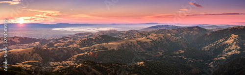 Sunset view of south San Francisco bay area and San Jose from the top of Mount H Fototapet