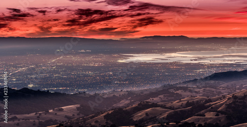 Photo Sunset view of south San Francisco bay area and San Jose from the top of Mount H