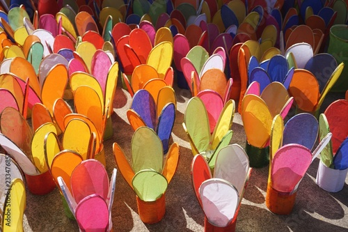 Photo  Colorful paper candle lanterns at a temple in Luang Prabang, Laos