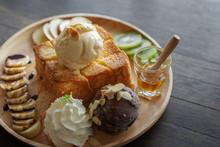 Honey Toast, Sweet Dessert In ...
