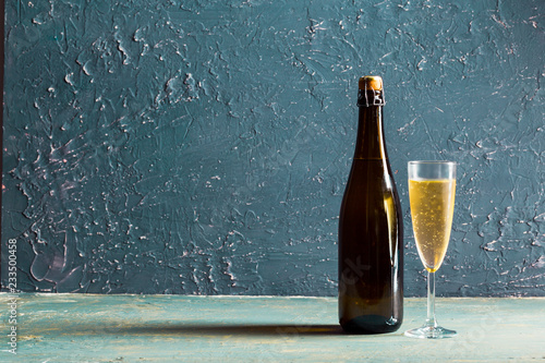 Tableau sur Toile Glasses and bottle of champagne