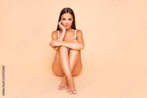 Foto Full legs body size portrait of charming pretty cute lovely lady
