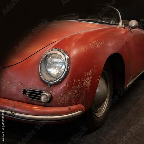 Photo  Ausschnitt eines kultigen roten Sportwagens aus den 60ger, zu sehen ausschnitt v