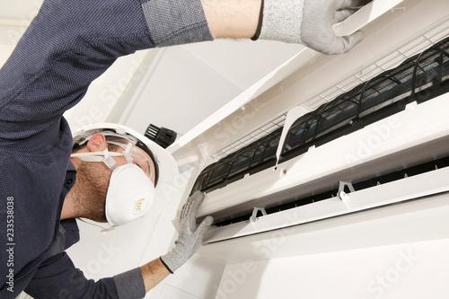 Fotografía  klima bakım onarımı dezenfekte işlemi