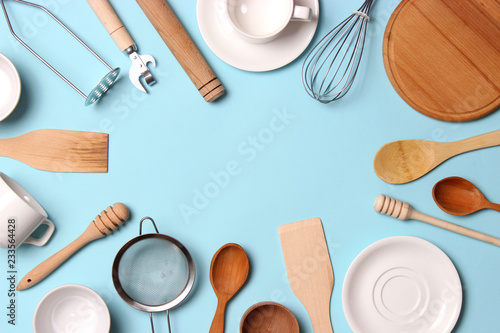 Fotografía different kitchenware  on a colored background top view