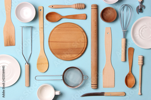 Fotomural  different kitchenware  on a colored background top view