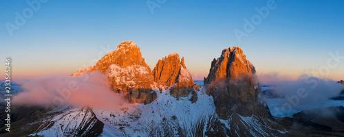 Cuadros en Lienzo Beautiful Dolomites peaks panoramic view