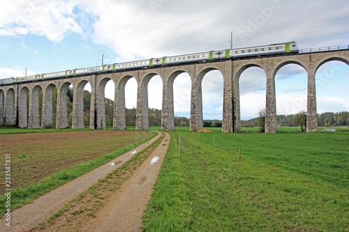 Fotografía  eisenbahnbrücke, gümmenen, schweiz