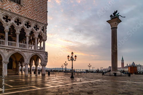 Foto op Plexiglas Venetie San Marco square in Venice at sunrise with Doge's Palace, Palazzo Ducale and Saint Mark Column