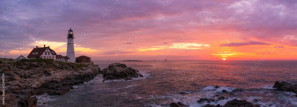 Fototapety, obrazy: Portland Head Lighthouse Panorama at sunrise in Cape Elizabeth, Maine