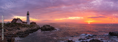 Tablou Canvas Portland Head Lighthouse Panorama at sunrise in Cape Elizabeth, Maine