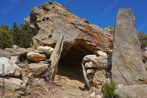 Neolithic burial chamber, cave-dolmen of la riera de la Quarantena, Alt Emporda, Tapéta, Fotótapéta