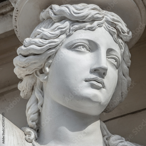 Foto auf Gartenposter Historische denkmal Portrait of balcony support statue of young and naked sensual Roman renaissance era women in Vienna, Austria, details, closeup
