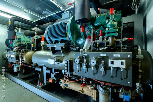 Cuadros en Lienzo  Kälteanlage mit Ammoniak, Kühlung  für Gewächshäuser, automatische Steuerung