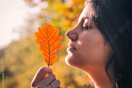 Valokuva  Girl with an autumn leaf