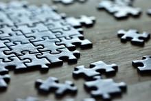 Puzzles Colorées Sur Une Tabl...