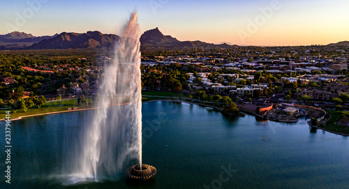 Photo Aerial, drone view of the historic fountain at Fountain Hills Park in Arizona