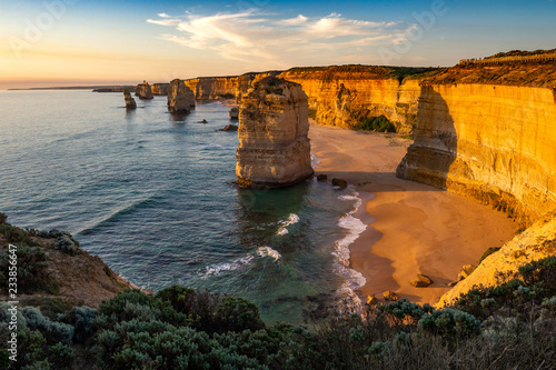 Fotomural The rock stacks that comprise the Twelve Apostles at sunset in Port Campbell National Park