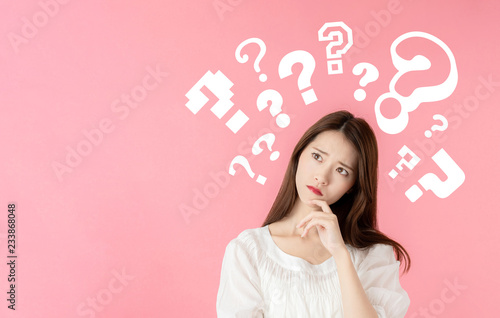 考える女性 Fototapet