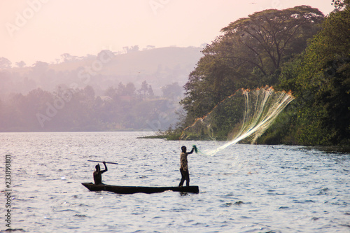 Tablou Canvas Fisherman throws a net in Lake Victoria.