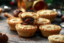 British Christmas Mince Pies W...
