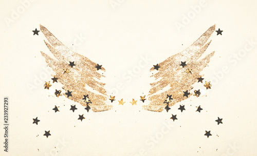 Foto-Vinylboden - Golden glitter and glittering stars on abstract watercolor wings in vintage nostalgic colors. (von mila_1989)