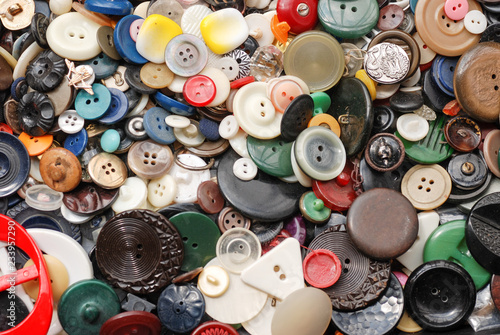 Poster Macarons Collection of used, old buttons for handcrafting