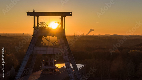 Obraz na plátně Sonnenuntergang der Zechen