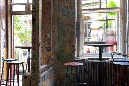 Foto auf AluDibond Gezeichnet Straßenkaffee Interior of Szimpla kert ruin pub, Budapest, Hungary. Rustic vintage style.