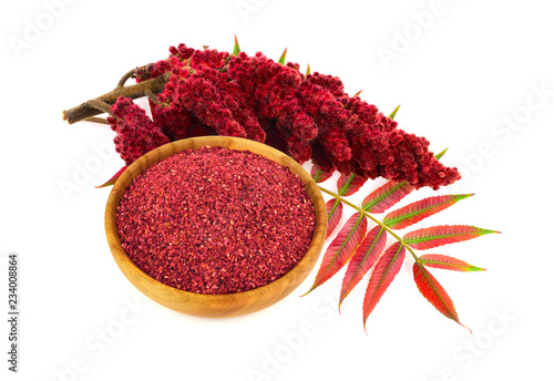 Fotografía  Dry Ground Sumac Spice with Drupe and Leaves
