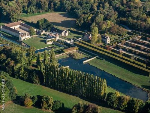 Fotografie, Obraz  photo aérienne des jardins et du château de Villarceaux dans le Val d'Oise en Fr