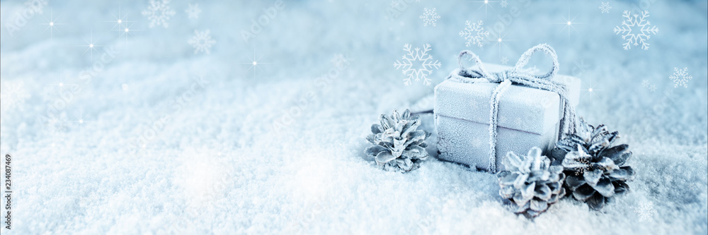 Foto-Leinwand ohne Rahmen - Surprise gift in blue frosty snow