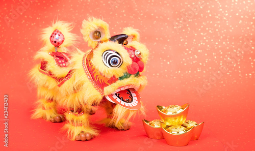 Fotografie, Tablou  chinese traditional dancing lion with Gold ingot,