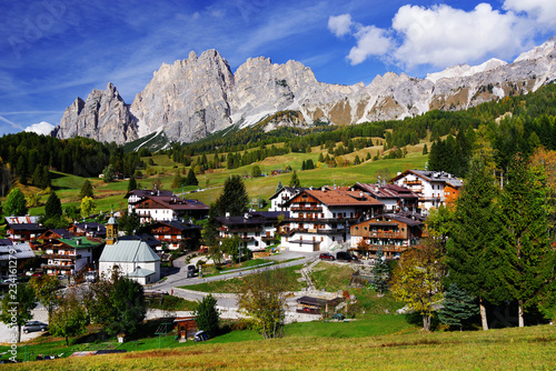 Photo Cortina d'Ampezzo resort, also known as the Pearl of the Dolomites, Italy, Europ