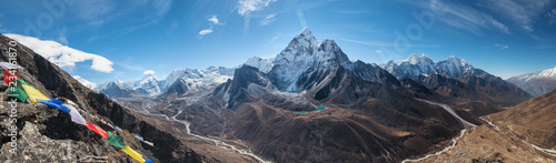 Montage in der Fensternische Cappuccino Panoramic view of great Himalayan range. Mount Ama Dablam in the middle. Nepal, Everest area.