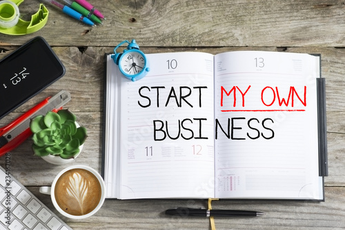 Canvastavla Start my own business decision written on personal agenda, goal or resolution fo
