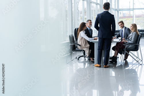 Photo  Corporate business team and manager in a meeting, close up